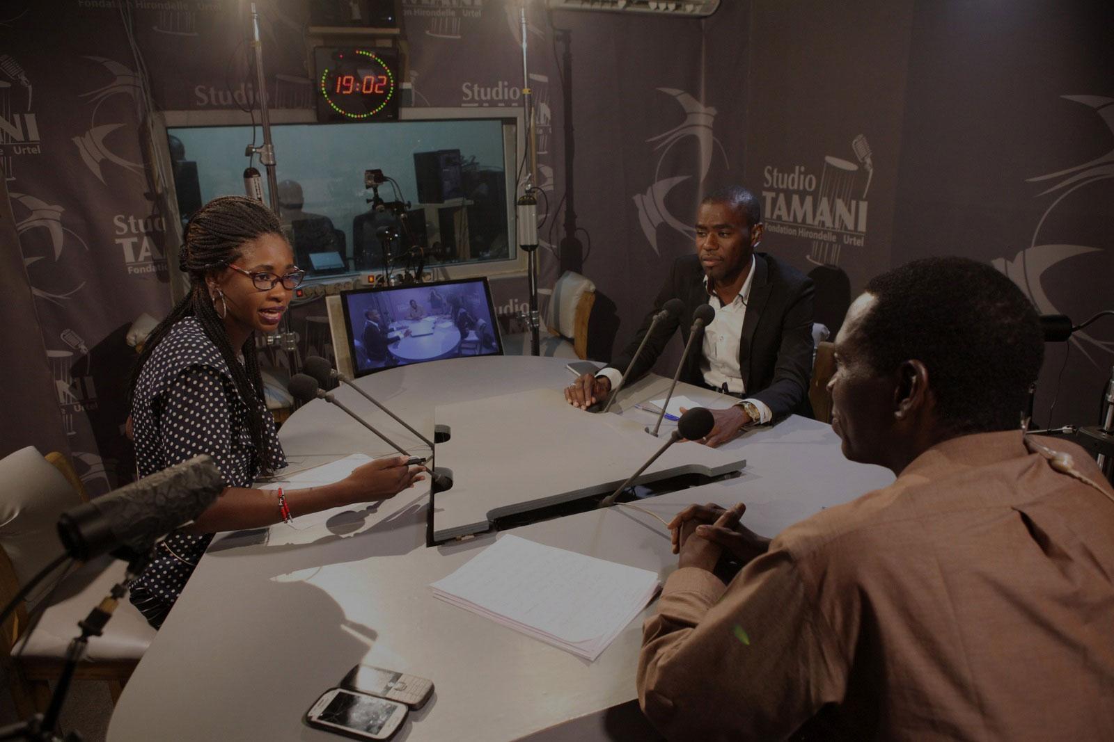 1-dark-Mali_debat_Studio_Tamani