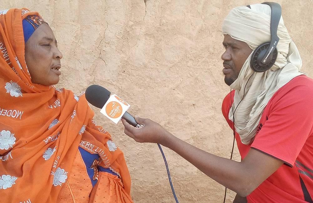 Mme Chami Ahmed, présidente de la fédération du groupement des femmes d'Arlit, en entretien avec Alhassane Kouzi Mahamadou