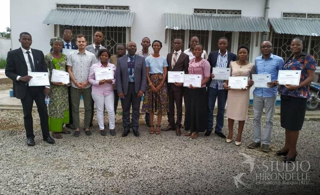 L'équipe des journalistes et des formateurs à l'issu de la formation