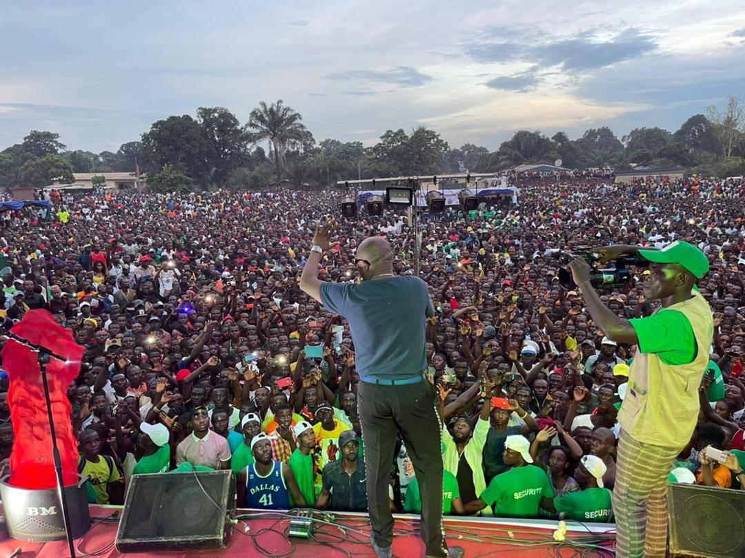 Pendant le concert organisé par Radio Ndeke Luka à Bangui, le 28  août 2021.