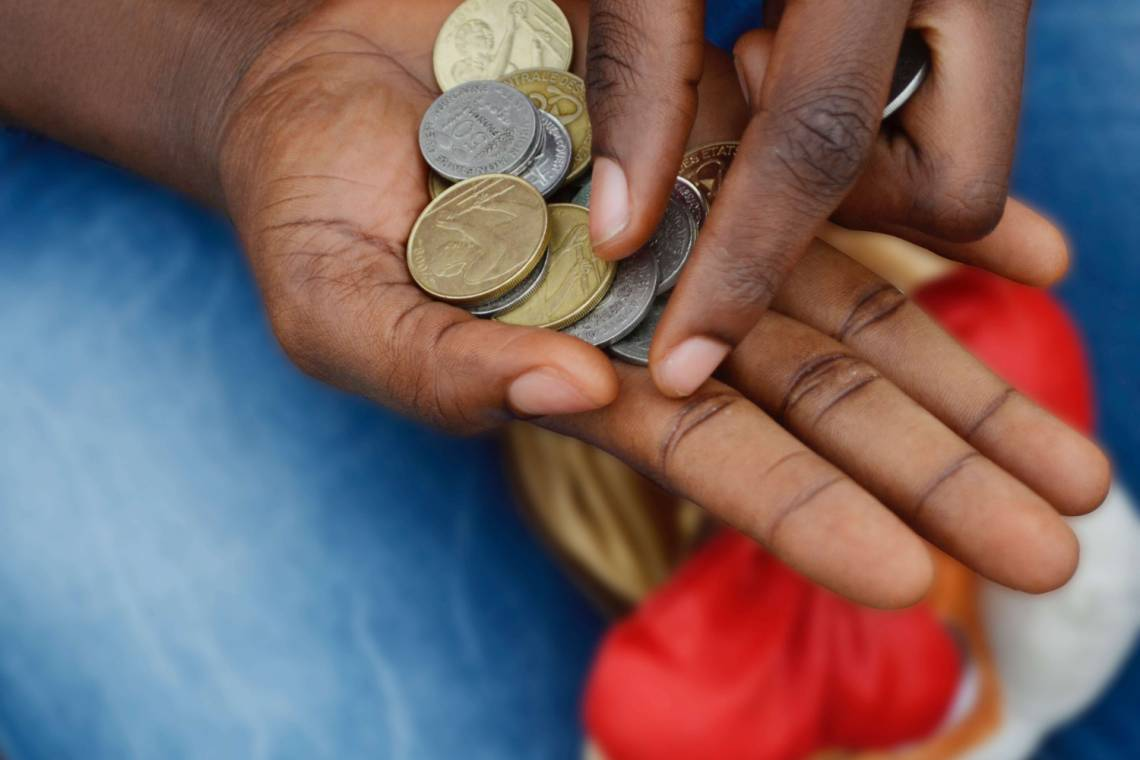 Worn money is not accepted by many shopkeepers in Niger