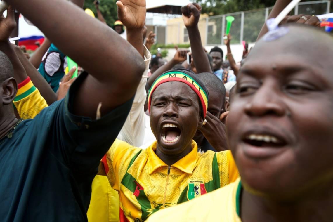 Pendant une manifestation de soutien à l'armée malienne et au Comité national pour le salut du peuple (CNSP) à Bamako, au Mali, le 21 août 2020.