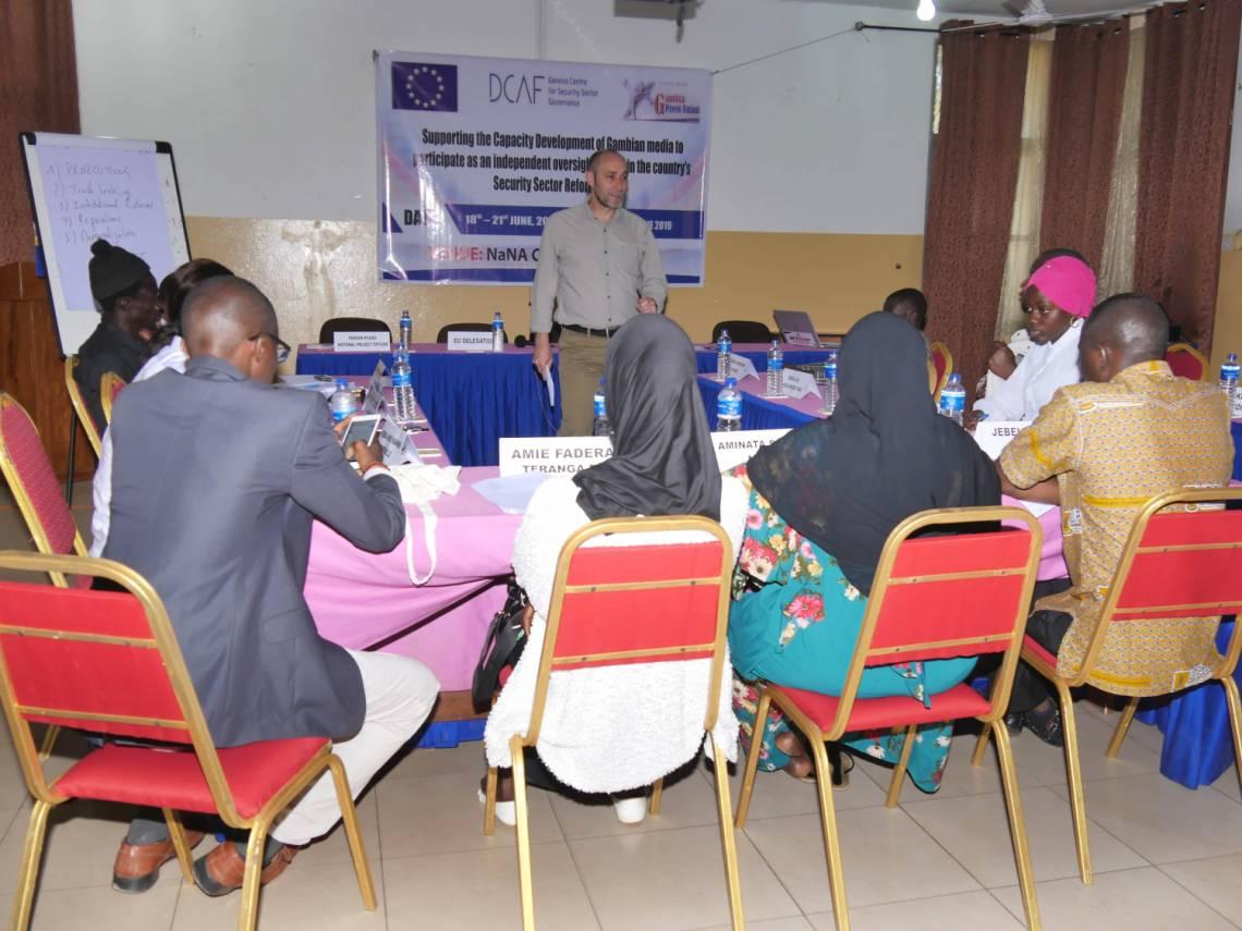 """""""Thierry Cruvellier, Rédacteur en chef de JusticeInfo.net anime la formation à Banjul en juin 2019"""""""
