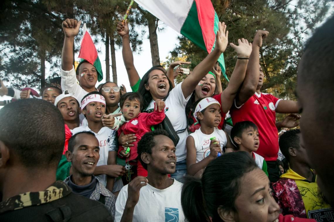 Des Malgaches célèbrent le retour de l'équipe nationale de football après leur première participation à la Coupe d'Afrique des Nations (CAN), à Antananarivo le 13 juillet 2019.