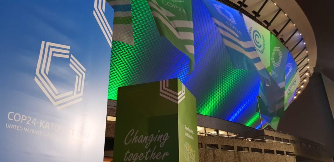 A Katowice en Pologne, l'enceinte du bâtiment qui accueille la COP24