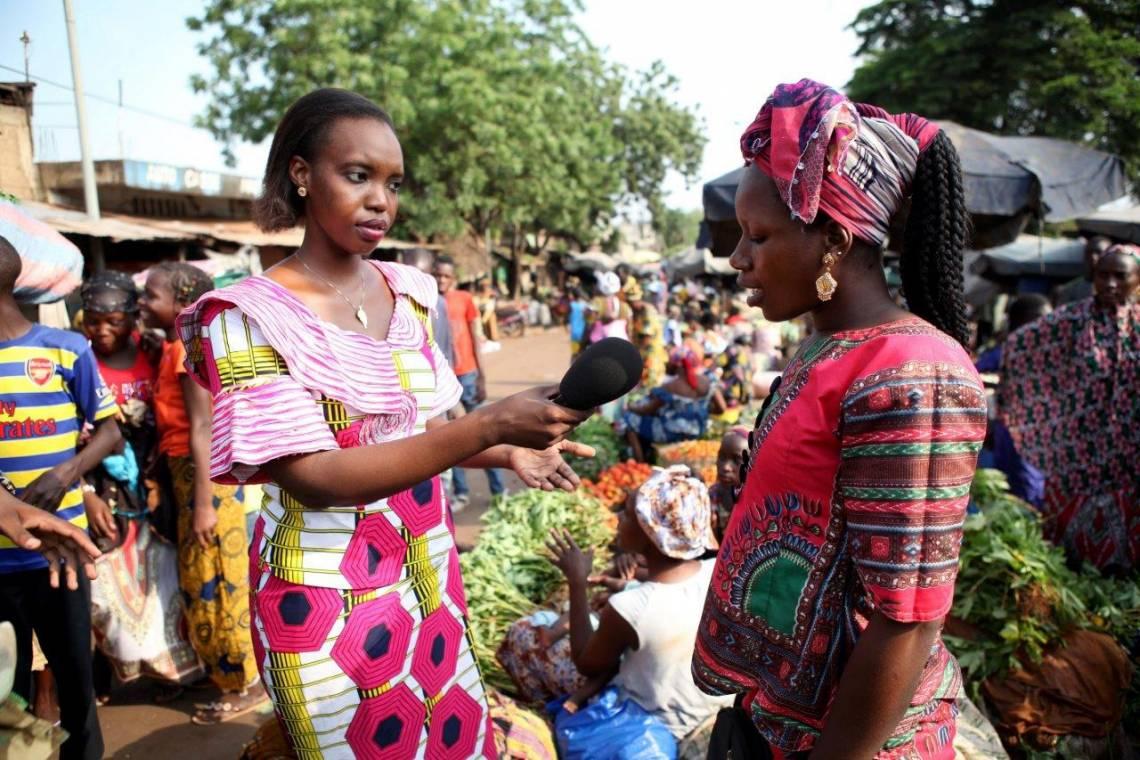 A Studio Tamani journalist reporting in a market in Bamako.