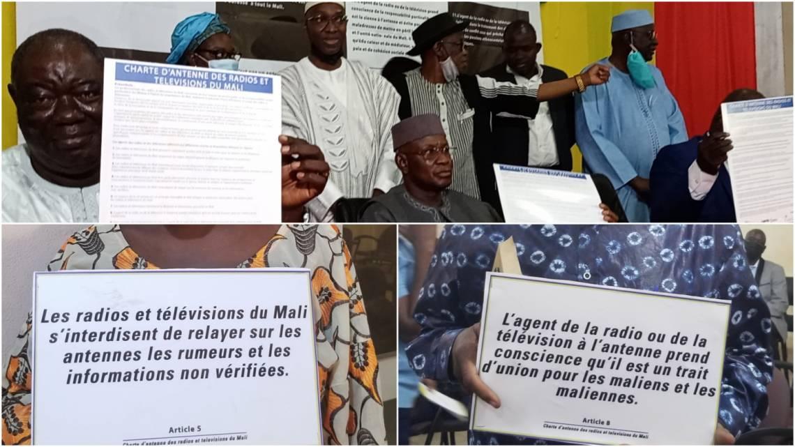 Pendant la cérémonie de signature de la charte, à la Maison de la presse de Bamako, le 13 février 2021.
