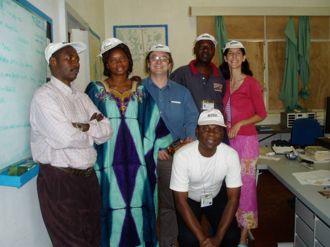 Jennifer Bakody with Radio Okapi journalists in Kindu and Yves Renard, Radio Okapi Editor in chief, in 2004.