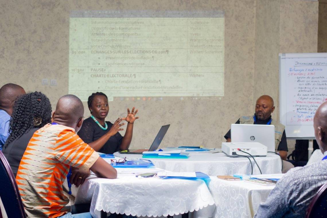 Suzanne Nzobo, Editor-in-Chief of Studio Hirondelle RDC, leads the journalism and elections training in Kinshasa with Walter Mulondi, editorial advisor.