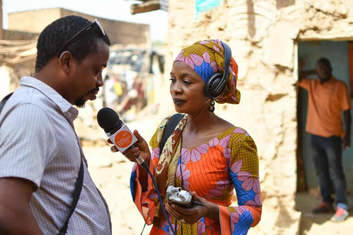 « Une journaliste de Studio Kalangou en reportage à Niamey, Niger »