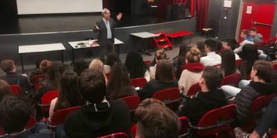 Débat sur l'information avec des lycéens français