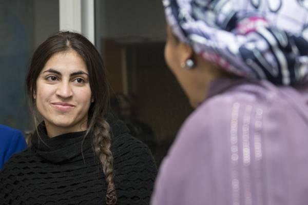 """Ekhlas Bajoo, une militante Yazidi à l'ONU en 2017. """"les victimes de la minorité yazidi ont expliqué que pendant leur esclavage, les gens de Daech leur disaient qu'ils allaient leur faire un bébé Daech pour détruire leur communauté"""""""