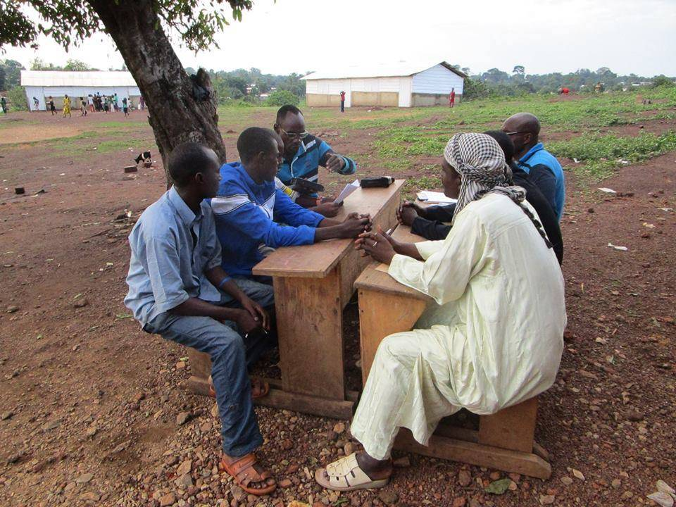 A journalist from Radio Ndeke Luka initiates pupils to radio journalism in the village of Boda, in the south-west of the Central African Republic.