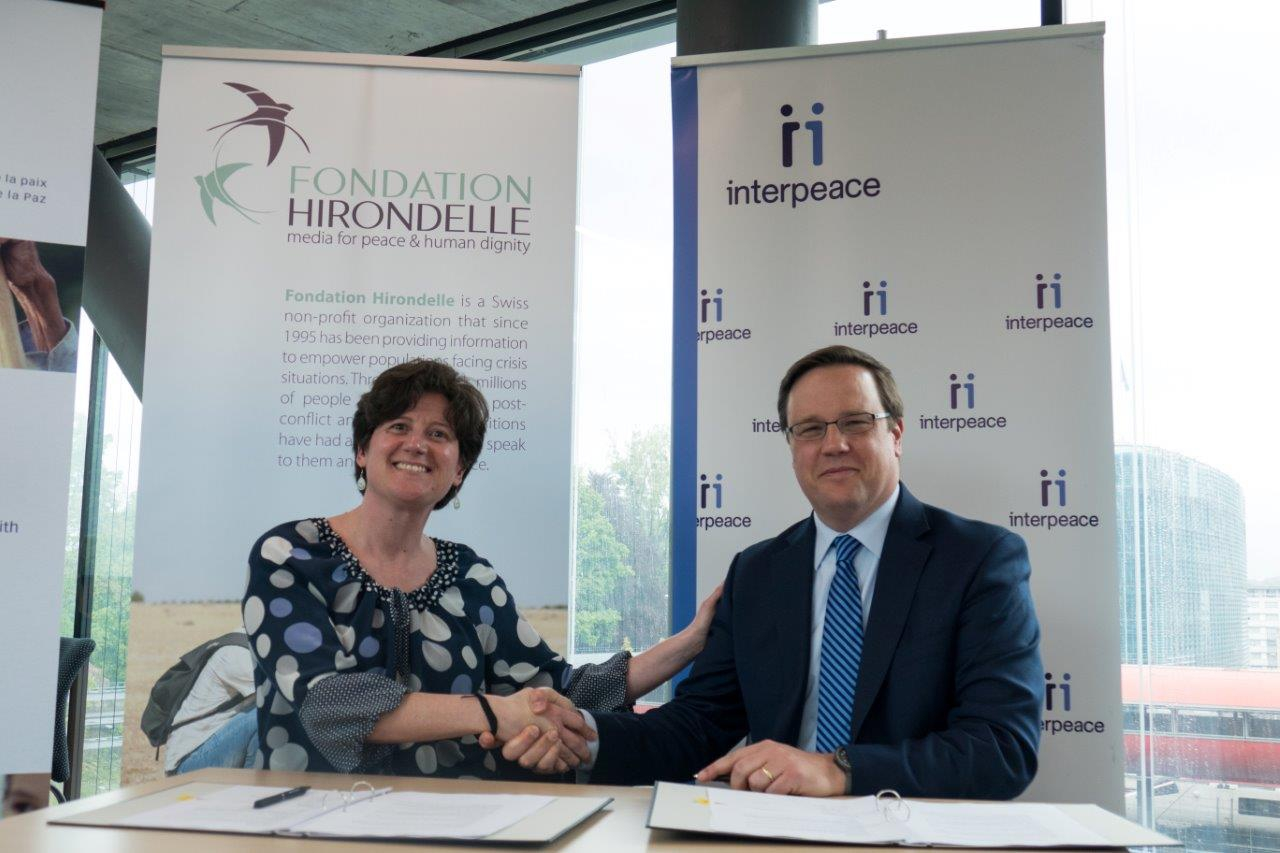 Caroline Vuillemin, Fondation Hirondelle's CEO, and Scott Weber, Interpeace's CEO, during the signing ceremony in Geneva, on May 4th, 2017.